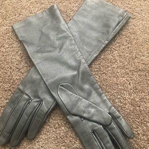 Glamorous silver metallic leather gloves NWOT